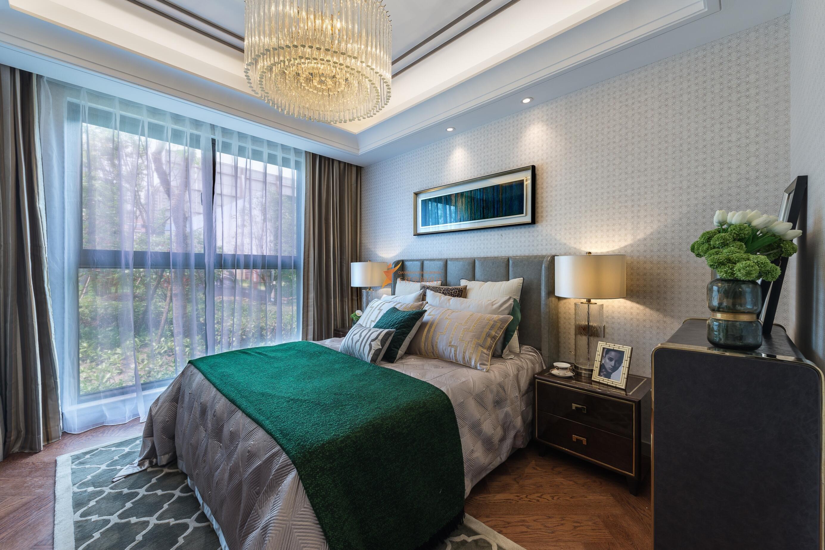 135平三房两厅现代风格样板房装修设计实景图——次卧室装修设计实景